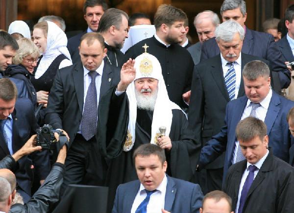 Патриарх Кирилл и охранники